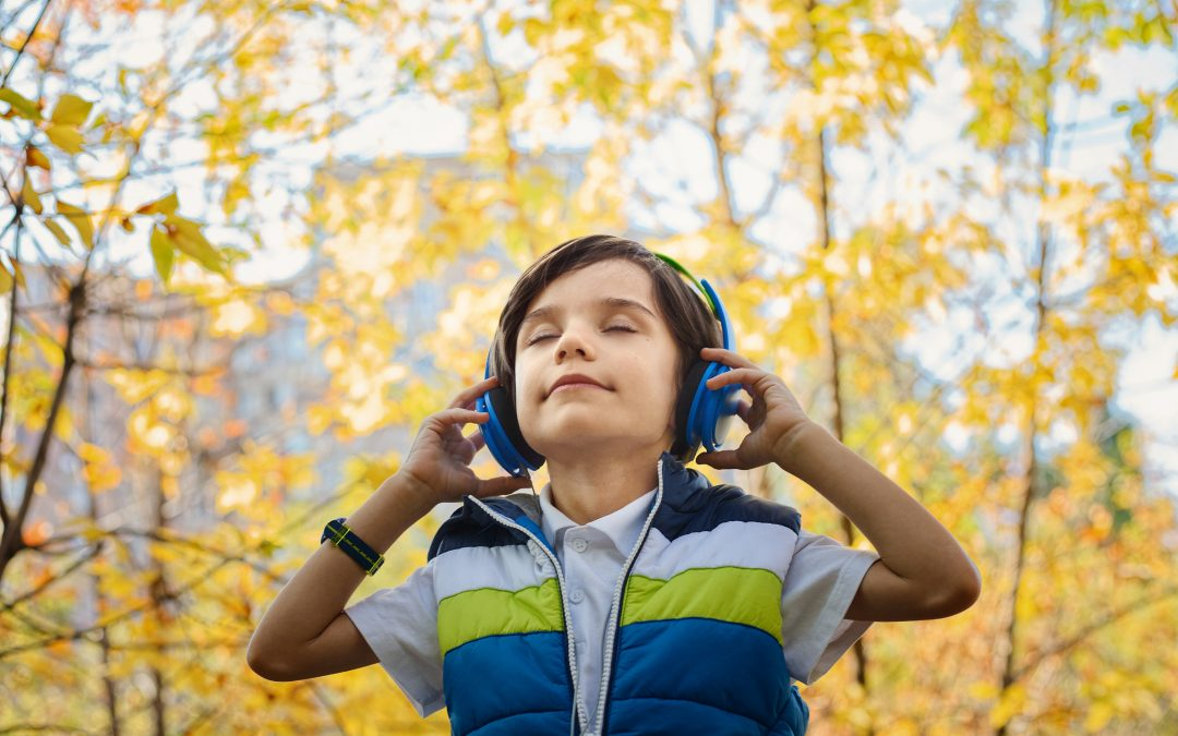 Monitoring Auditory Processing Does your child have good hearing but listen poorly? by Lynn Carahaly
